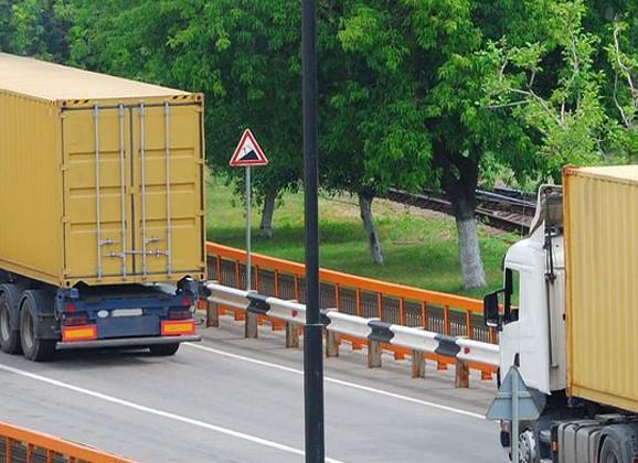 Transport Compleet Hardenberg met grote truckmerken en trailerbouwers