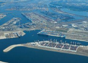 Real-time digitaal overzicht versnelt afhandeling vertraagde Suez-schepen in Rotterdamse haven